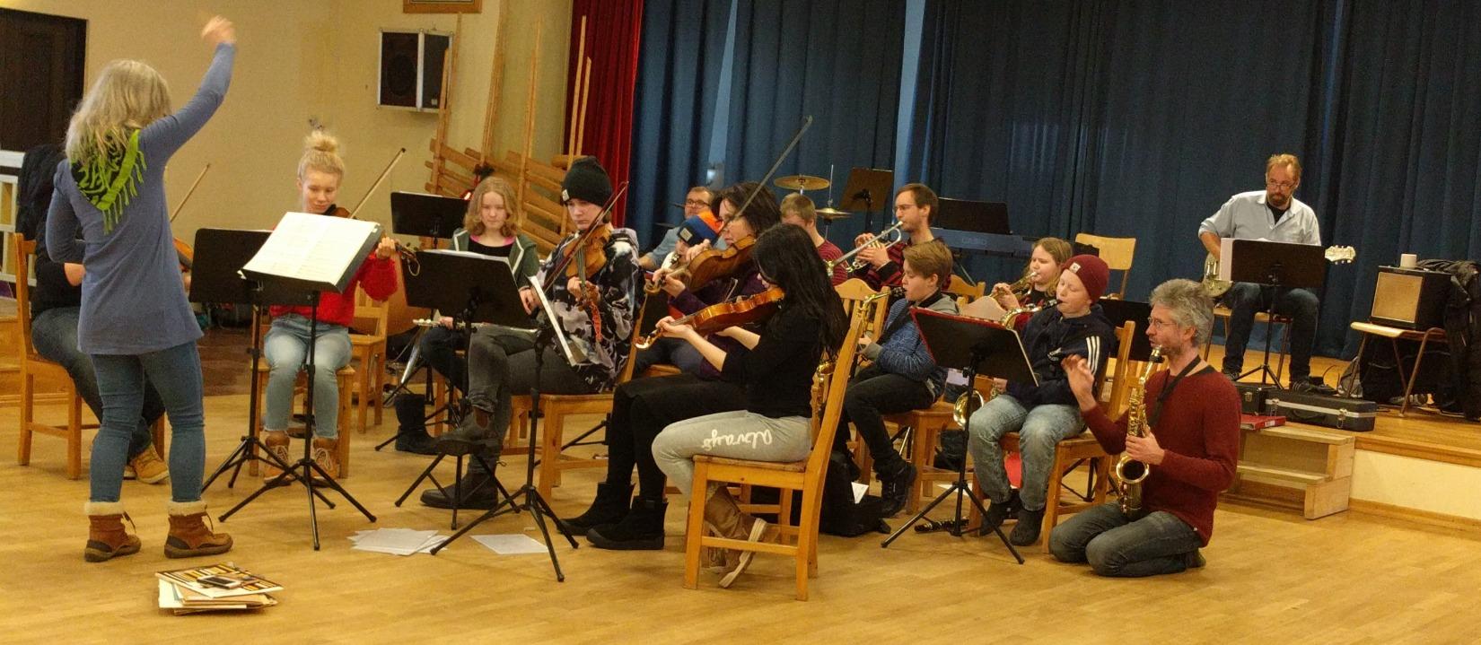 Ungdomsorkestern på musikläger i Evertsberg